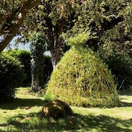 cabane en osier vivant dans le jardin d'ombre - Location de vacances - Plumergat