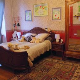 La grande suite avec son grand lit double en mezzanine spacieuse - Chambre d'hôtes - Racrange
