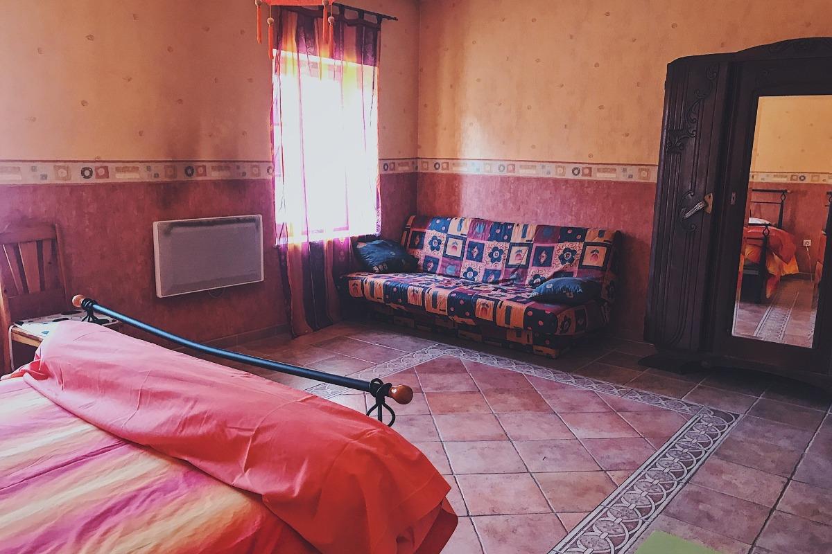 Chambre parentale - clic-clac et rangements - Location de vacances - Luttange