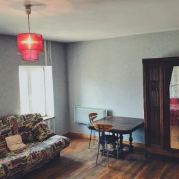 Chambre d'amis - Clic-clac, table de bureau et rangements - Location de vacances - Luttange