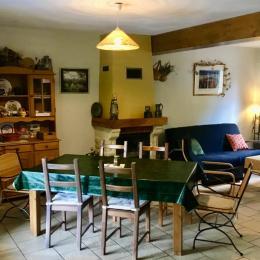 le séjour et l'agréable cheminée - Location de vacances - Veckring