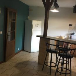 Bar , coin cuisine et accès à la terrasse couverte du gîte - Location de vacances - Veckring