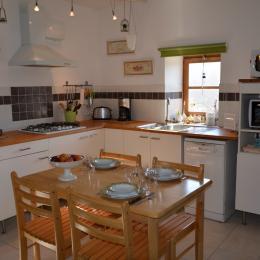 rdc espace salon tv et canapé lit 1 personne - Location de vacances - Montapas
