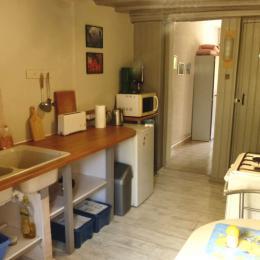La chambre à coucher avec accès à la terrasse et au jardin - Location de vacances - La Chapelle-Saint-André