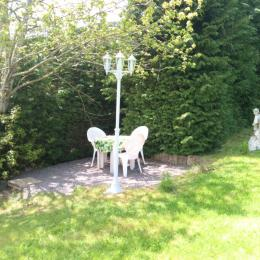 salon de jardin à disposition - Chambre d'hôtes - Moux-en-Morvan