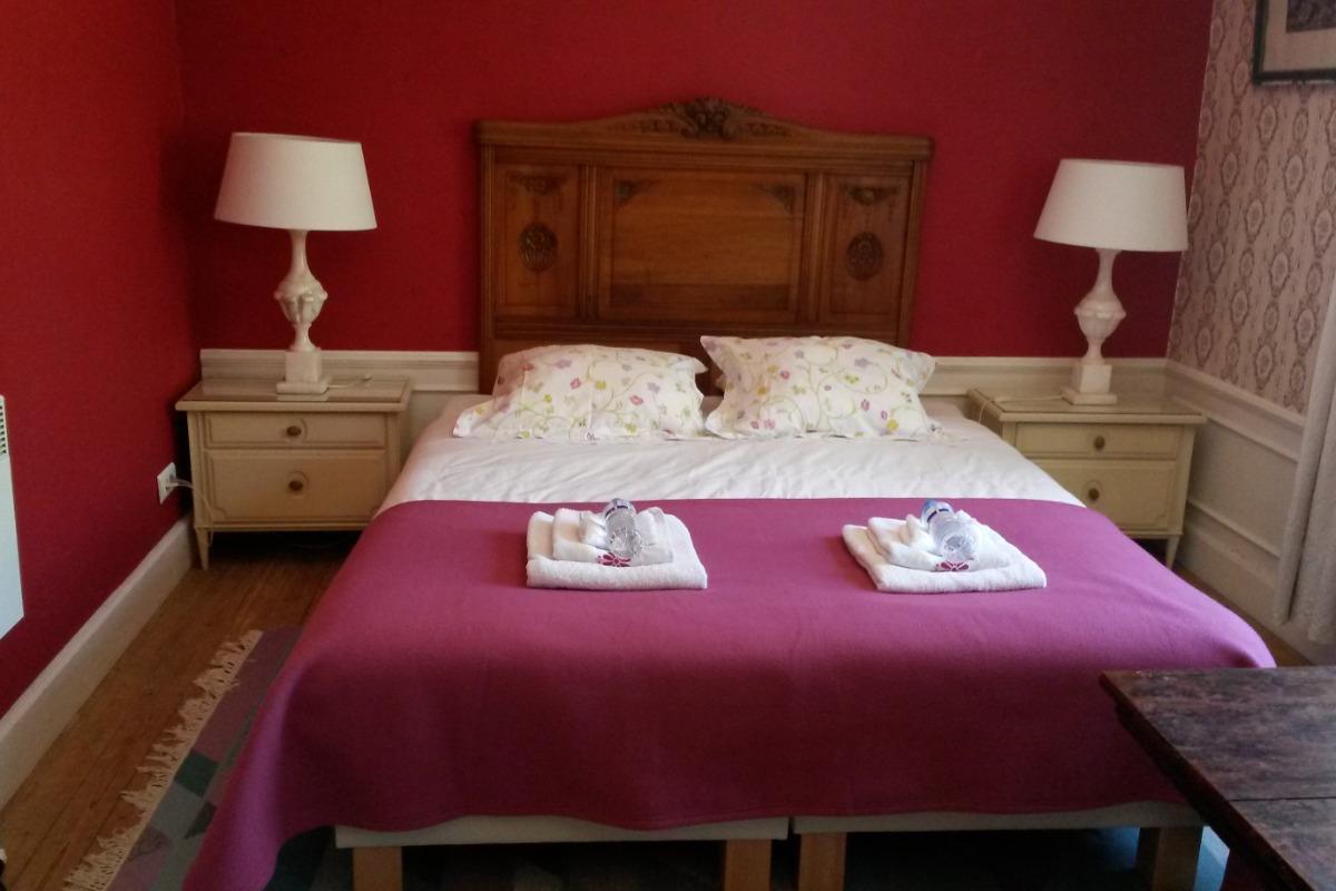 grand lit (1,6 x 2,0m) - Chambre d'hôtes - Blismes
