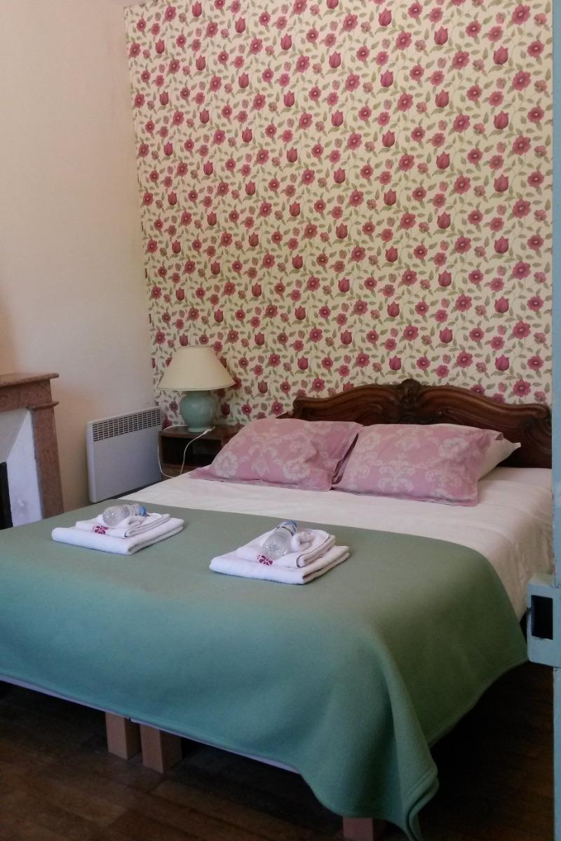 chambre avec l lit double (1,6 x 2,0 m) - Chambre d'hôtes - Blismes