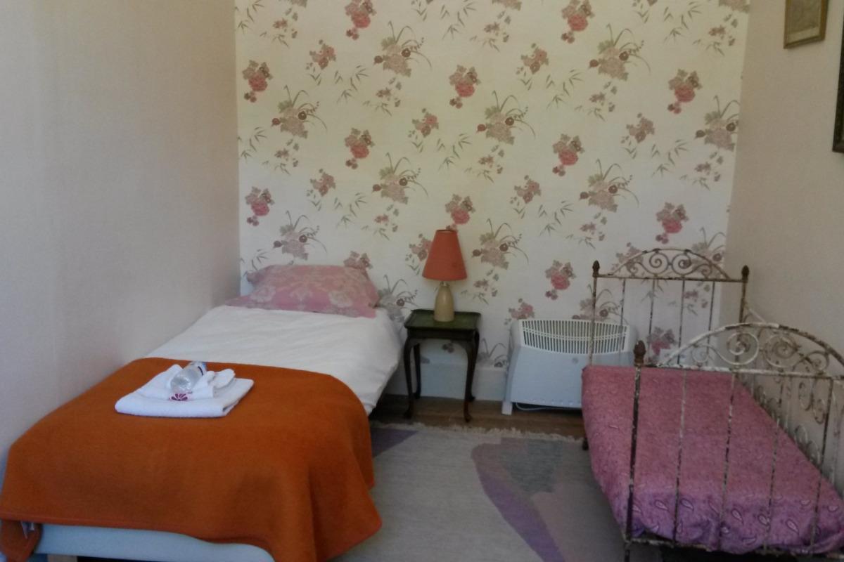 chambre avec 2 lits simple - Chambre d'hôtes - Blismes