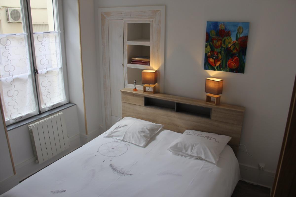 Chambre avec lit de 160cm - Location de vacances - Nevers