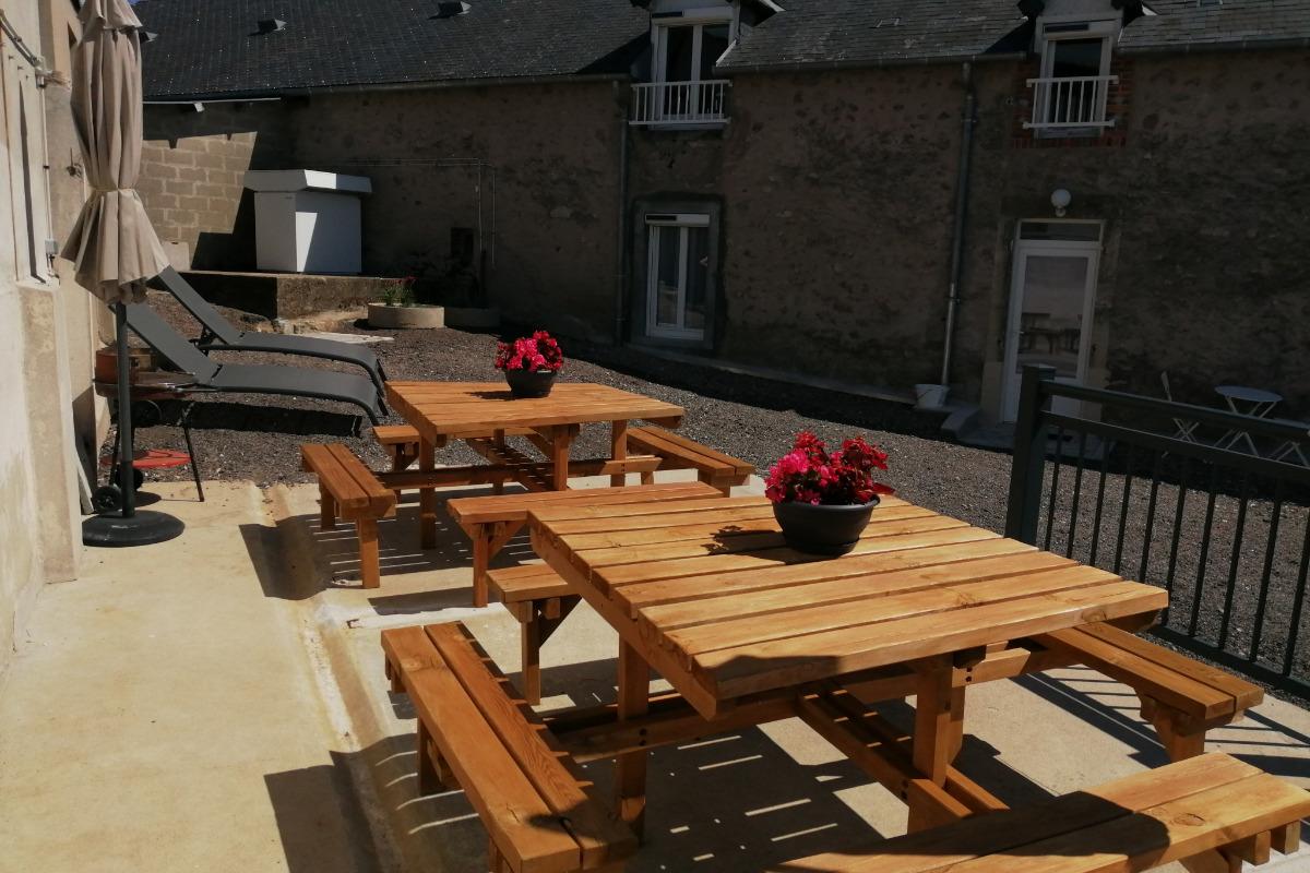 Grand gîte dans le Morvan - Terrasse - Location de vacances - Campagne Château-Chinon