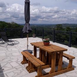 Gîte Morvan - Terrasse avec vue sur le Bazois - Location de vacances - Campagne Château-Chinon