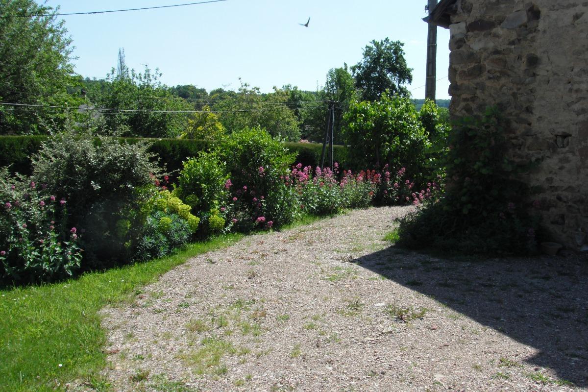 Terrasse avec table de jardin - Location de vacances - Blismes