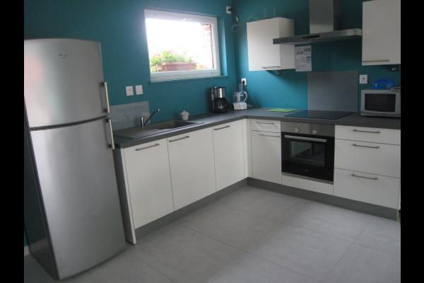 Lit 160 cms. Draps fournis. Tête de lit en palette recyclé - Location de vacances - Holque