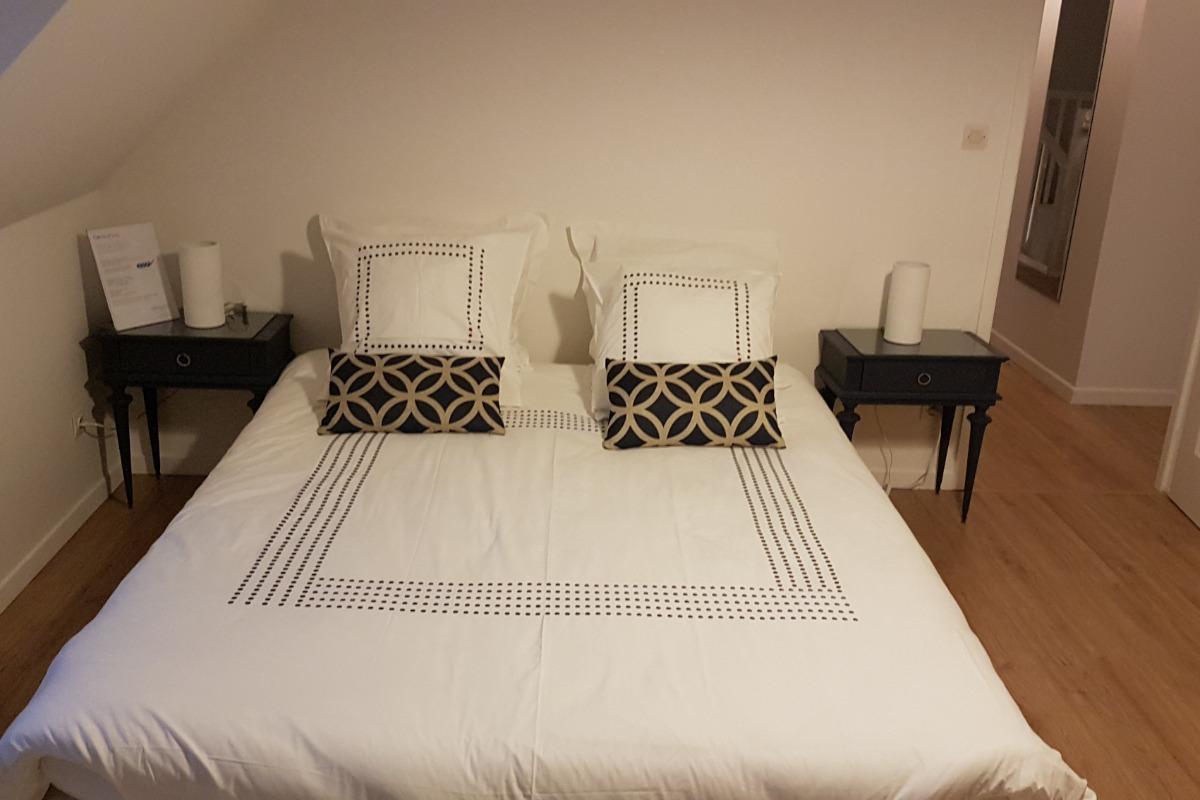 Chambre principale de la Suite  familiale  La mouette rieuse  composée de 3 vraies chambres pour 2 à 5 pers - Chambre d'hôtes - Bray-Dunes