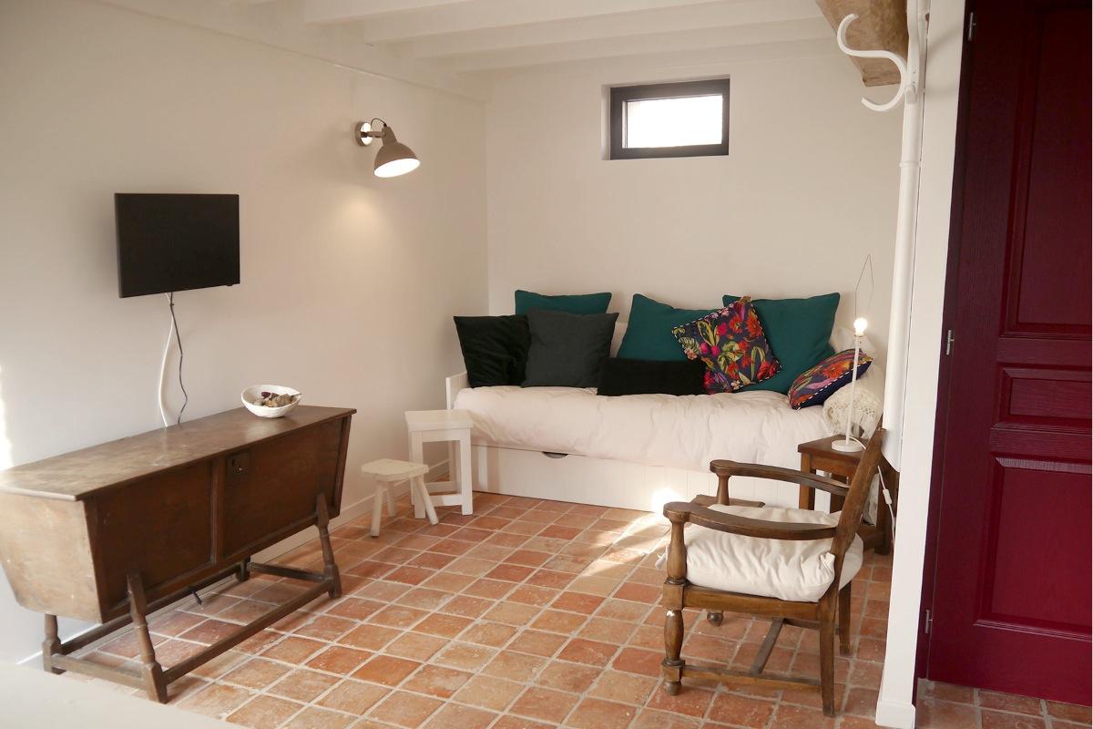 rouge flamande studio jusque 4 personnes situ dans une ancienne grange enti rement r nov e. Black Bedroom Furniture Sets. Home Design Ideas