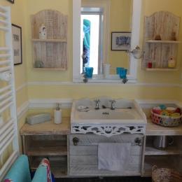 Salle d'eau avec douche et toilettes - Chambre d'hôtes - Le Quesnoy