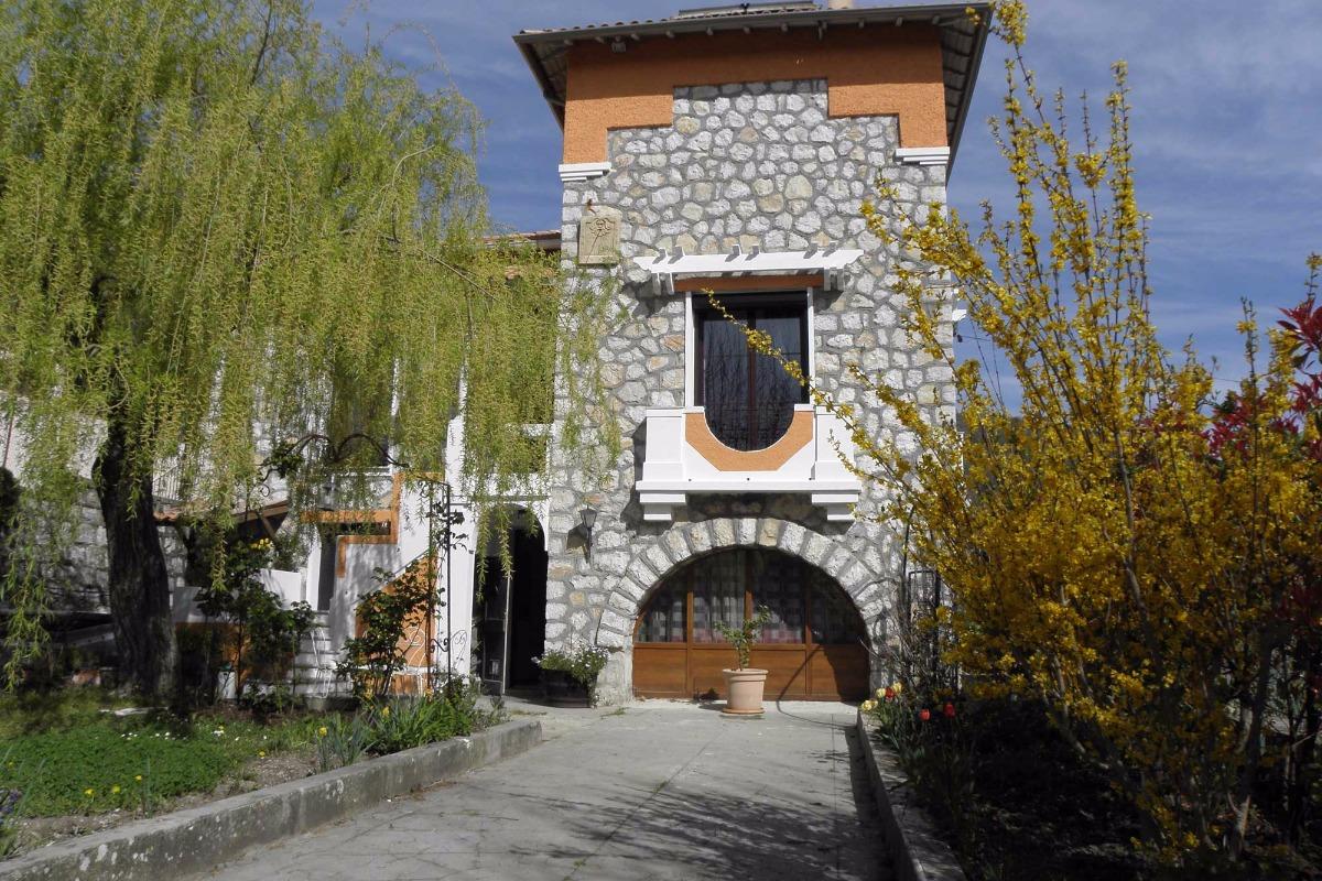 Vue le maison : appartement au rdc  - Location de vacances - Bouyon