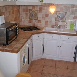 Mas d'Angeline Beausoleil Appartement l'Amandier 30 m², la cuisine équipée - Location de vacances - Beausoleil