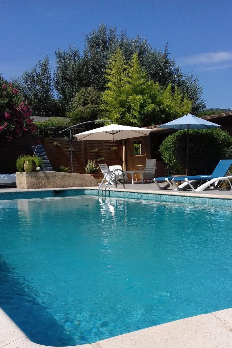 Chambre du gîte la Cigale lit 160x190cm - Location de vacances - La Roquette-sur-Siagne