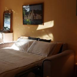 Salle d'eau 2 lavabos, 1 douche et un wc indépendant  - Location de vacances - La Roquette-sur-Siagne
