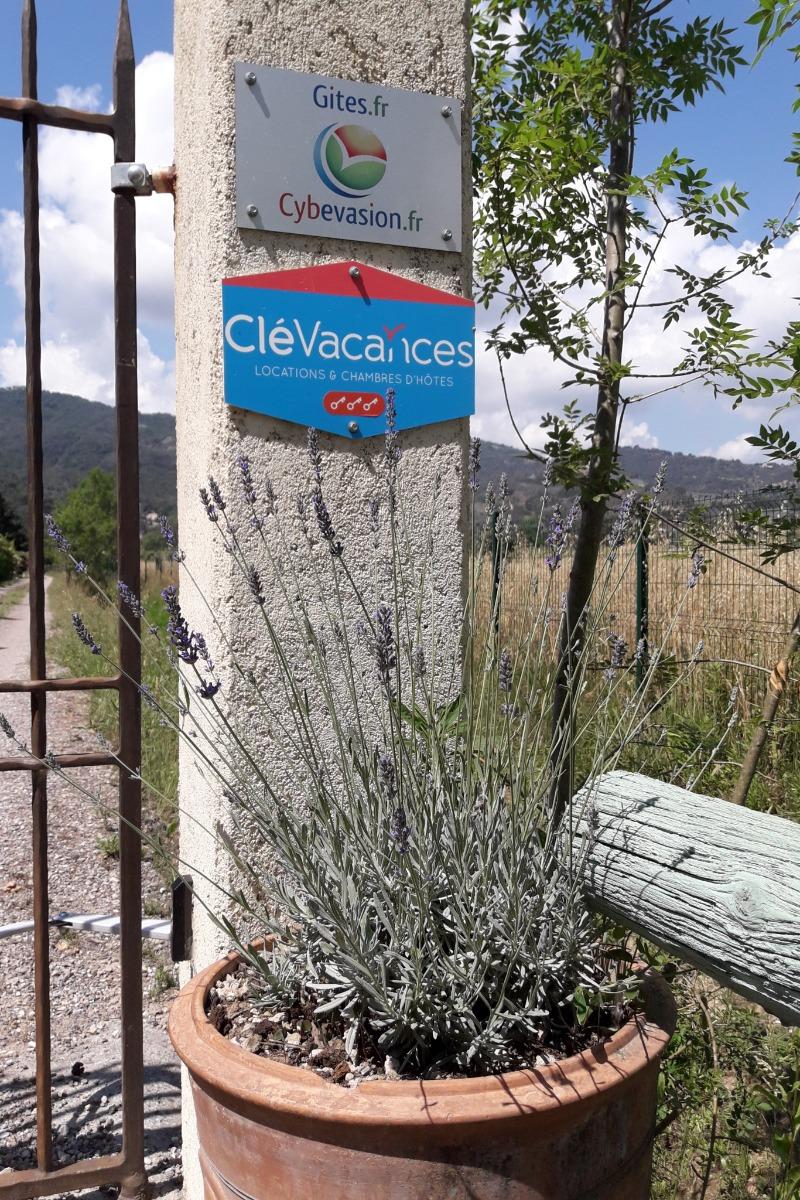 Salon coin piscine - Chambre d'hôtes - La Roquette-sur-Siagne