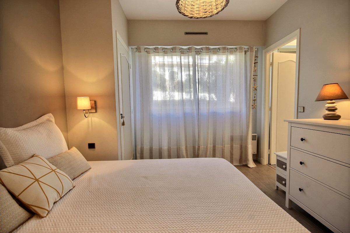Chambre avec salle d'eau attenante - Location de vacances - Antibes