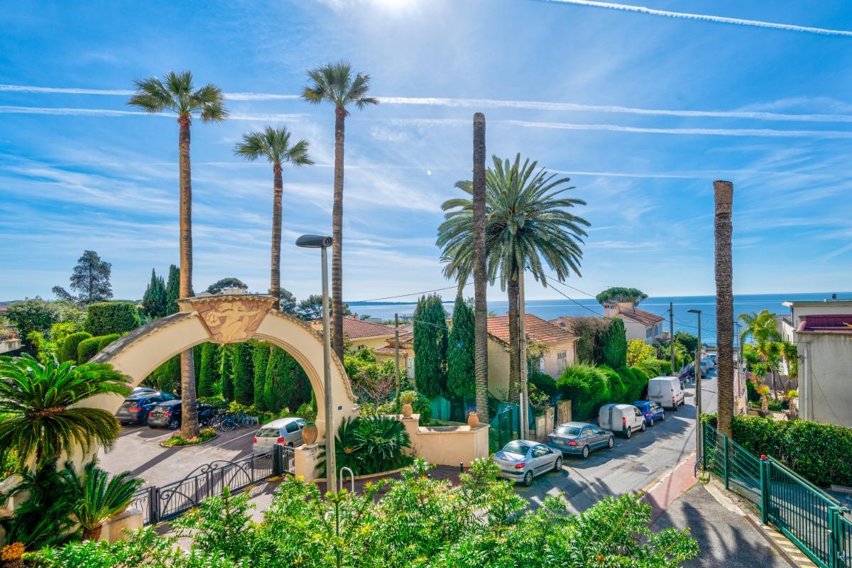 Magnifique Vue du balcon sur la mer au lever du jour  - Location de vacances - Cannes