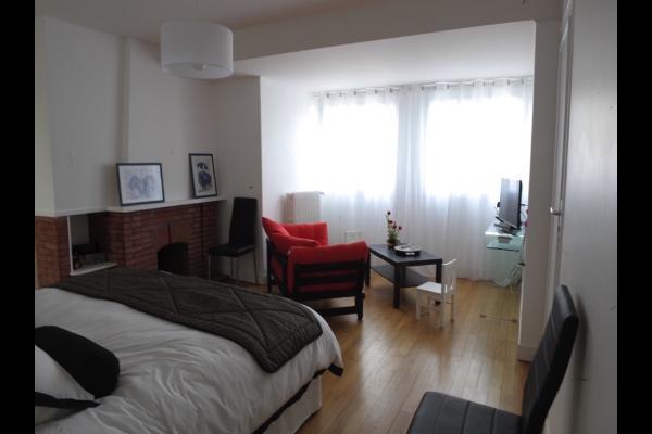 Idéale en famille ou entre amis. De la lumière, des couleurs, une chambre spacieuse avec son petit salon et ses 2 chambres communicantes. - Chambre d'hôtes - Beauvais