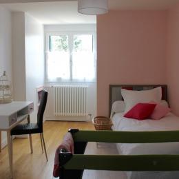 2ème Chambre communicante avec Séverine, 1 lit de 90*200 plus 1 lit d'appoint en 80*190 - Chambre d'hôtes - Beauvais