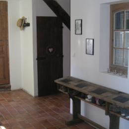 L'entrée avec un superbe meuble chiné ! - Chambre d'hôtes - Sainte-Gauburge-Sainte-Colombe