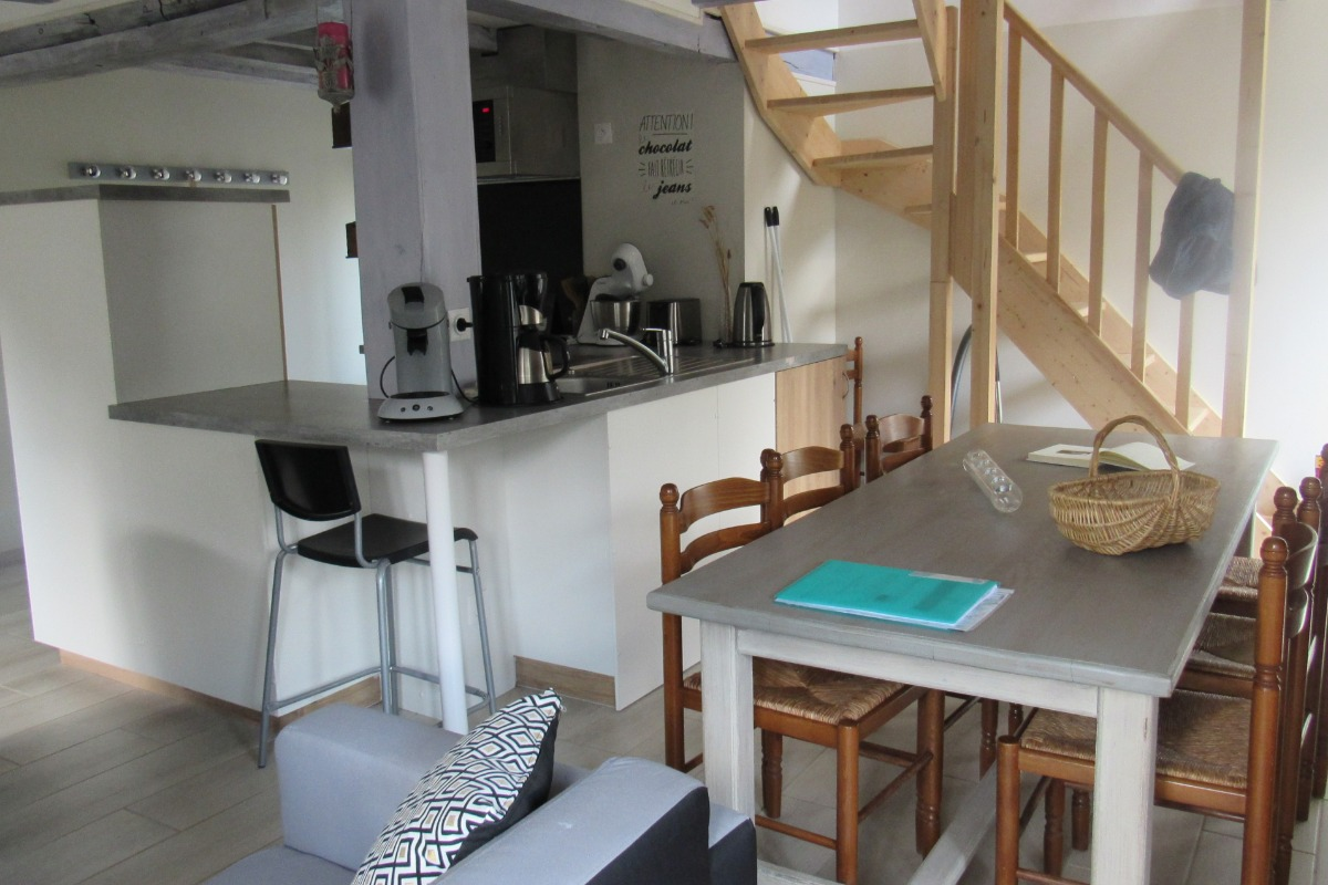 le séjour avec cuisine aménagée fonctionnelle - Location de vacances - La Lande-Saint-Siméon