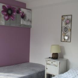 2ème chambre au 1er étage  - Location de vacances - La Lande-Saint-Siméon