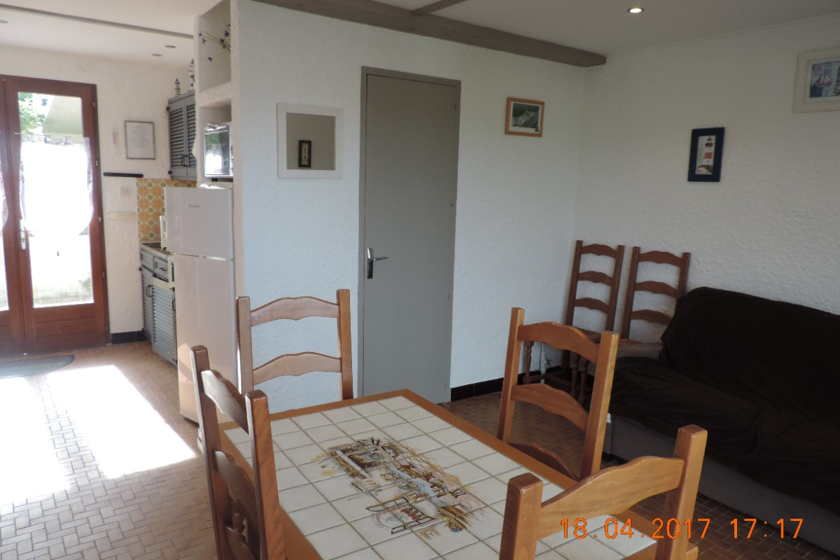 Coin cuisine et coin salon - Location de vacances - Cap Gris Nez