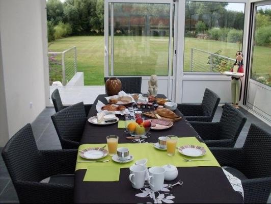 'Petit déjeuner' en veranda - Chambre d'hôtes - Rang-du-Fliers