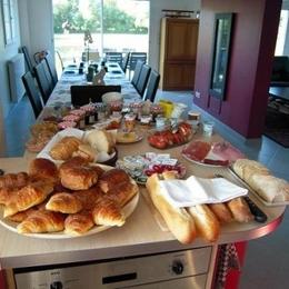 Notre 'petit' déjeuner - Chambre d'hôtes - Rang-du-Fliers