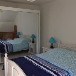 Chambre 1 (avec lit bébé) - Location de vacances - Wimille