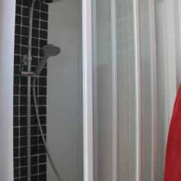 Chambre 1 parentale : Salle d'eau communicante - Location de vacances - Wimereux