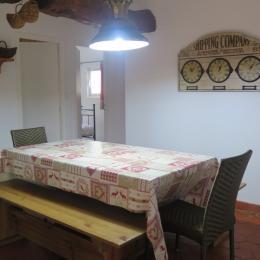 L'espace salle à manger est indépendant de la cuisine et du salon. - Location de vacances - Wimille