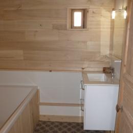 Salle de bain (chambre Valériane) - Chambre d'hôtes - Bezinghem