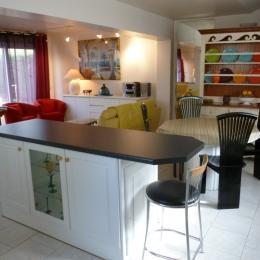 Cuisine ouverte sur le séjour et le salon - Location de vacances - Saint-Josse