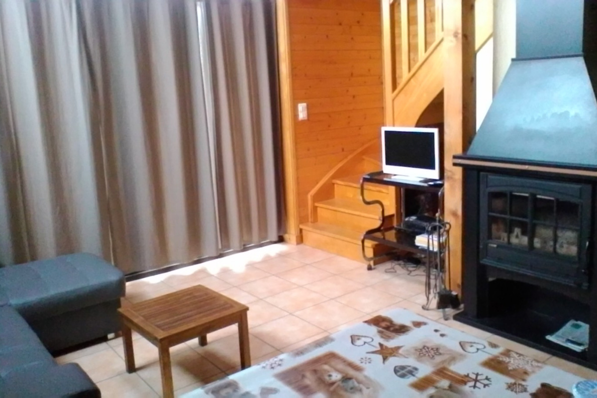 Coin cheminée - Location d'une maison dans le massif du Sancy Parc des Volcans d'Auvergne - Location de vacances - Besse-et-Saint-Anastaise