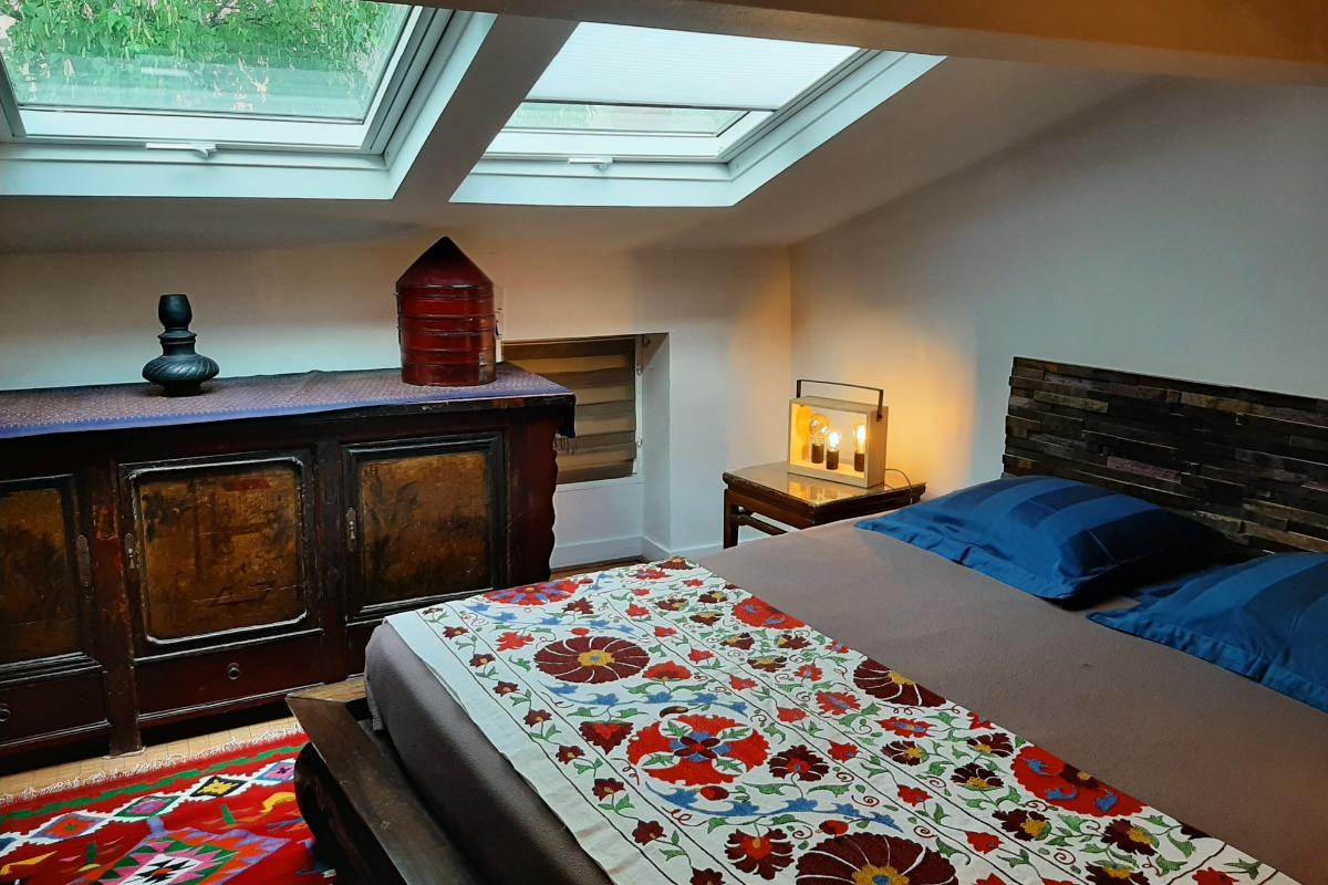 chambre Ayuthaya _ un lit sous les arbres - Chambre d'hôtes - Clermont-Ferrand