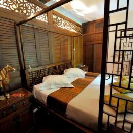 Lit à baldaquin de la chambre Sukhothai - Chambre d'hôtes - Clermont-Ferrand