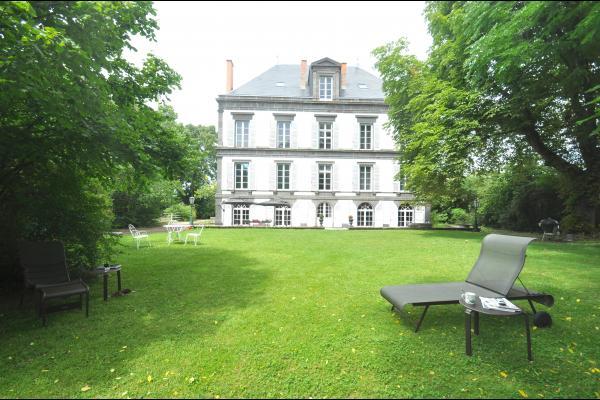 Façade sud coté parc - Chambres d'hôtes à proximité de Clermont Ferrand, Thiers, Vichy et Vulcania - Chambre d'hôtes - Lezoux