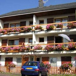 Villa Fleurie Besse - Location de vacances - BESSE-ET-SAINT-ANASTAISE