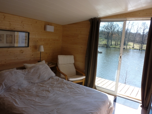 la chambre avec vue sur l'étang - Location de vacances - Loubeyrat
