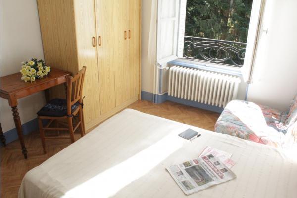 Chambre 1 de l'appartement Dogne - Appartement situé à la Bourboule près des thermes (Massif du Sancy) - Location de vacances - La Bourboule