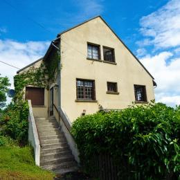 Appartement avec vue exceptionnelle sur le Massif du Sancy depuis le jardin - la terrasse avec piscine (à partager avec les clients des chambres d'hôtes) - Location de vacances - Saint-Pierre-Colamine