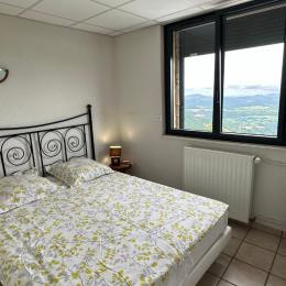le salon - Appartement avec vue exceptionnelle sur le Massif du Sancy depuis le jardin - Location de vacances - Saint-Pierre-Colamine