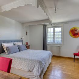 La chambre au 1er étage vue sur le château - Location de vacances - Volvic